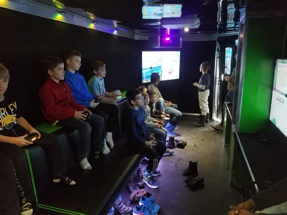 virtual-reality-video-game-truck-party-in-calgary-alberta-canada-3