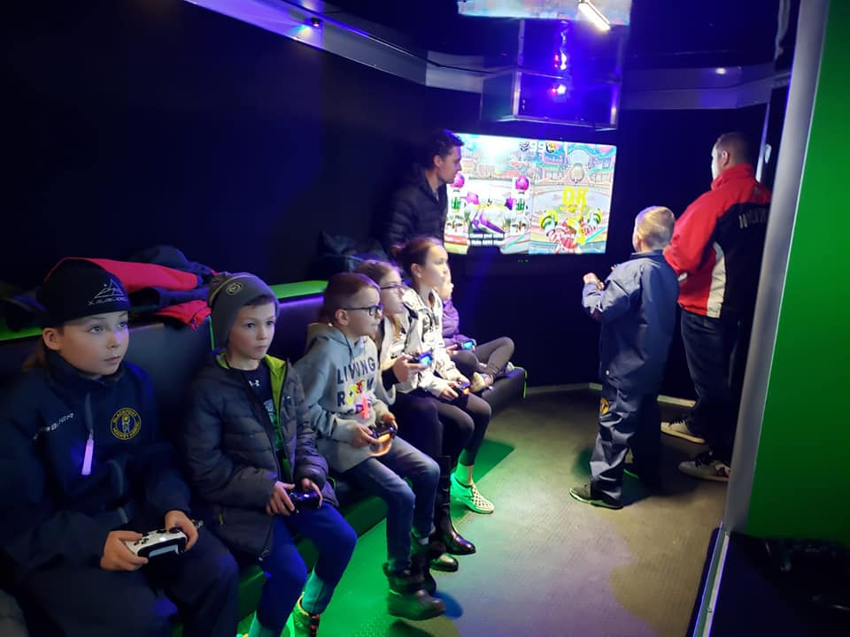 virtual-reality-video-game-truck-party-in-calgary-alberta-canada-4