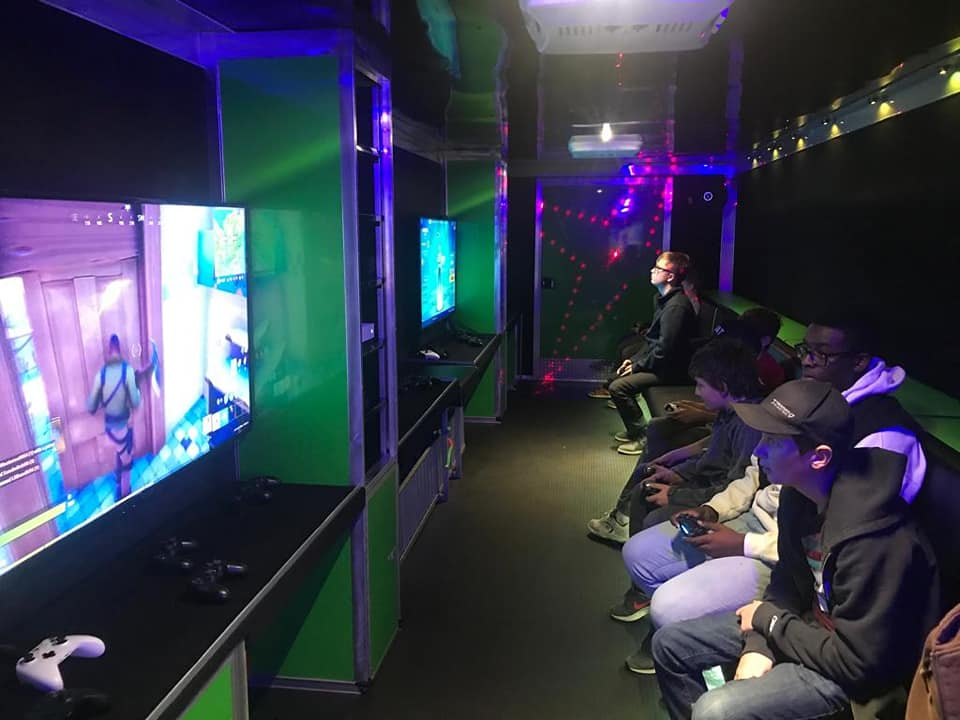 virtual-reality-video-game-truck-party-in-calgary-alberta-canada-9